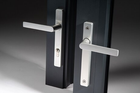 design beslag voor ramen en deuren door Secur Beveiliging